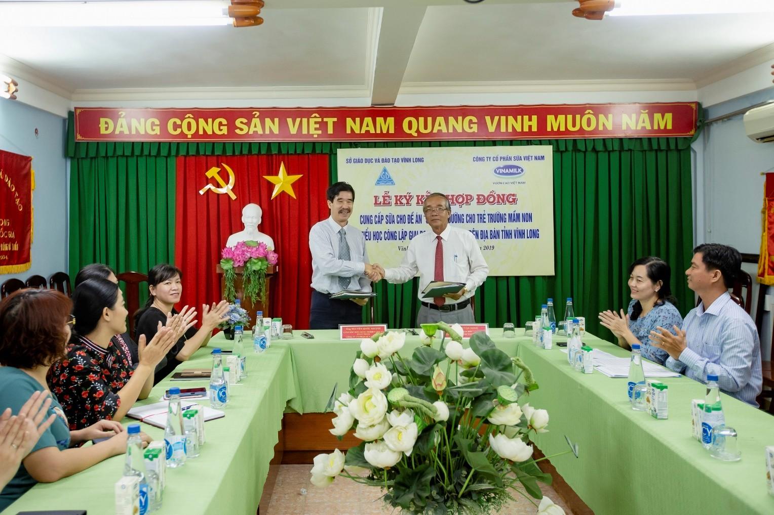 Chương trình sữa học đường chính thức đến với học sinh tỉnh Vĩnh Long - Ảnh 2.