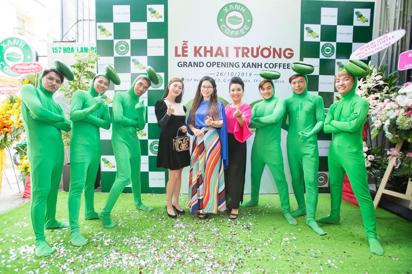 """Xanh Coffee khuấy động ở """"khu phố cà phê"""" Sài Gòn """"hút"""" nhiều nghệ sĩ Việt - Ảnh 2."""