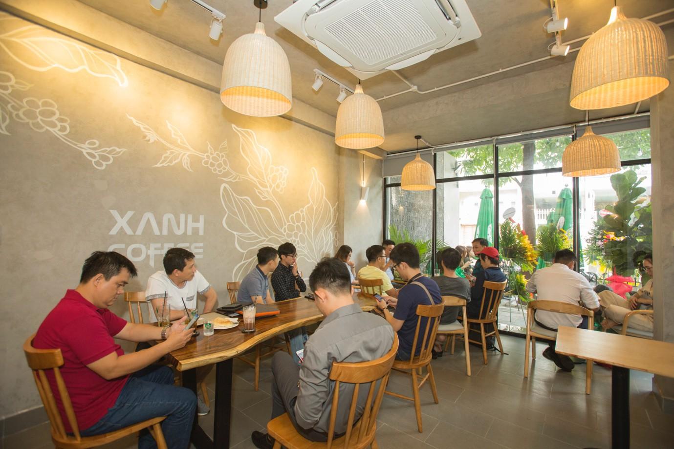 """Xanh Coffee khuấy động ở """"khu phố cà phê"""" Sài Gòn """"hút"""" nhiều nghệ sĩ Việt - Ảnh 4."""
