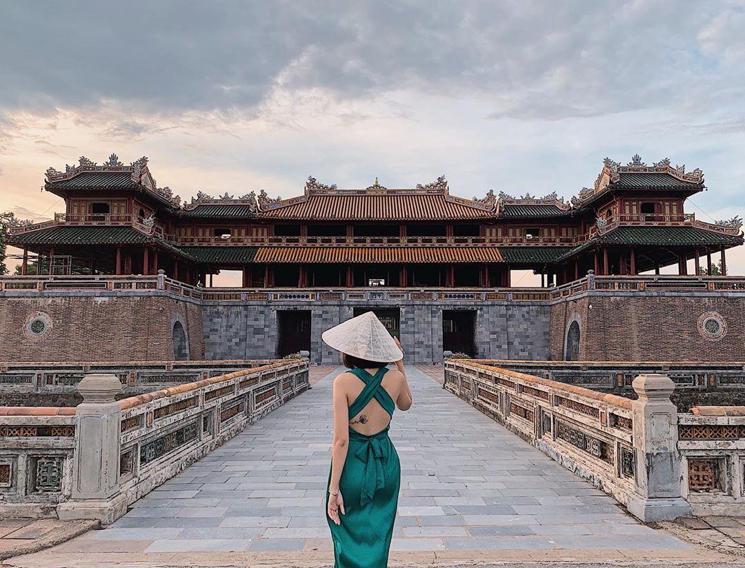 Ai nấy đều quyến rũ, cuốn hút và đây là lý do các mỹ nhân Việt yêu thích thiết kế từ lụa - Ảnh 8.