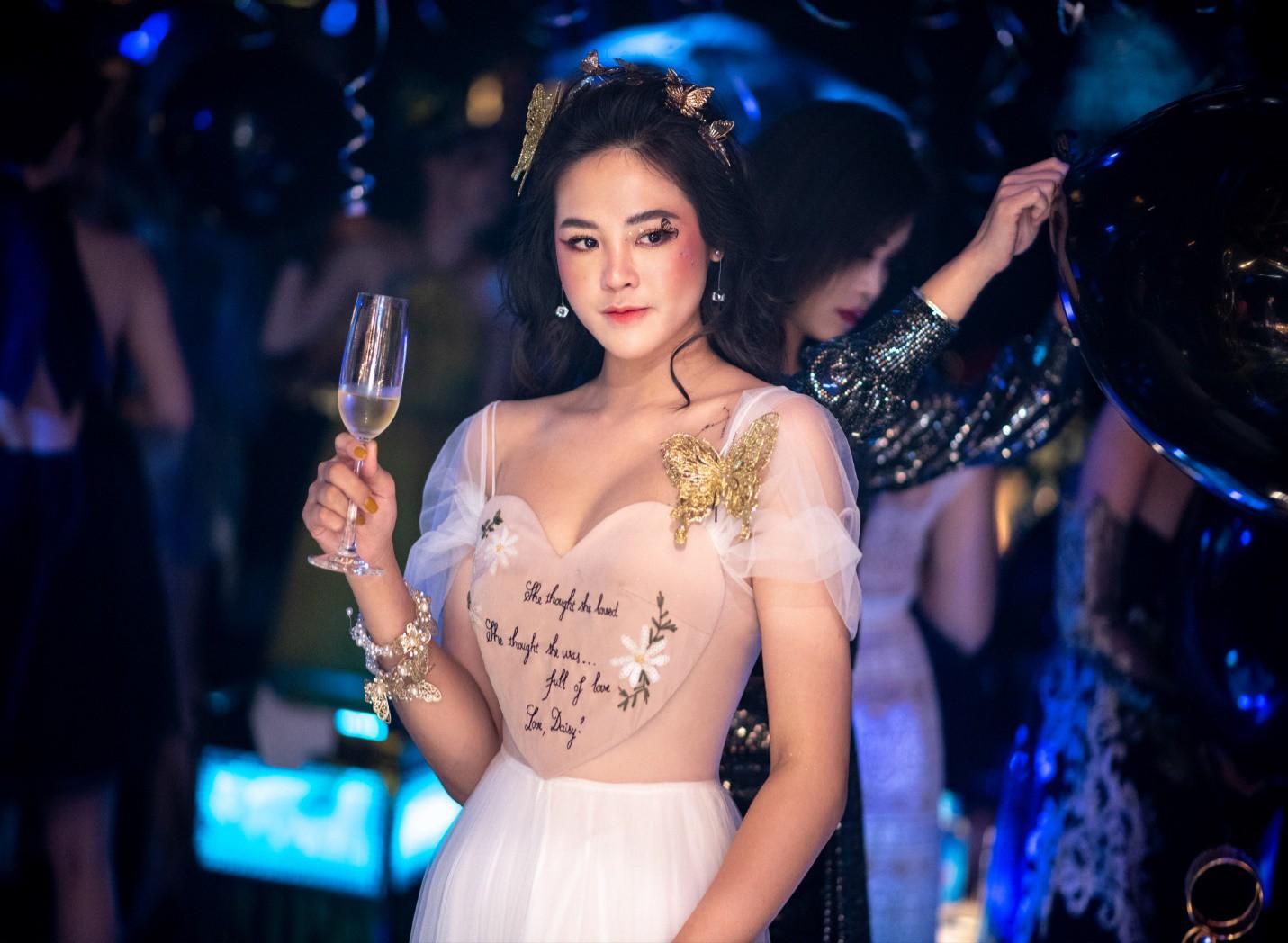 Hội chị em của Quỳnh Kool khiến cộng đồng mạng đứng ngồi không yên với tiệc Halloween quá chất - Ảnh 6.