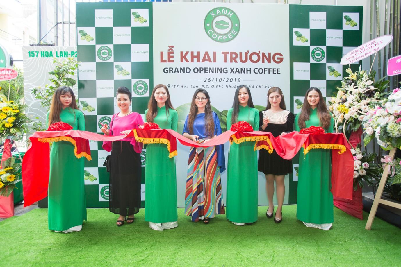 """Xanh Coffee khuấy động ở """"khu phố cà phê"""" Sài Gòn """"hút"""" nhiều nghệ sĩ Việt - Ảnh 8."""