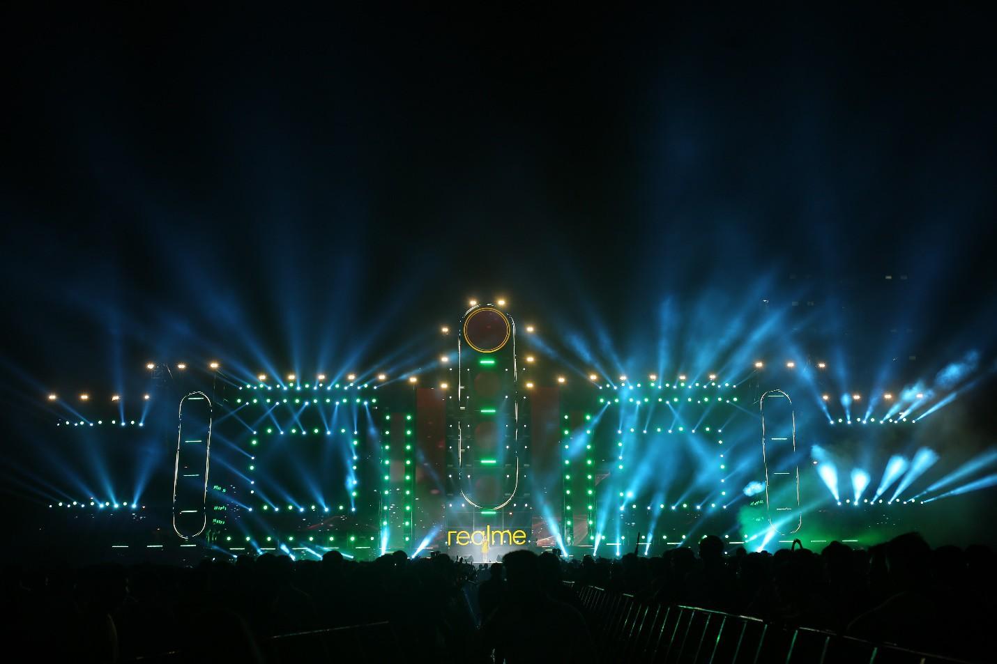 Những khoảnh khắc đáng nhớ của đêm nhạc hội Realme: Trúc Nhân, Jack & K-ICM, Amee... và 30.000 trái tim cùng hòa chung một nhịp đập âm nhạc - Ảnh 1.