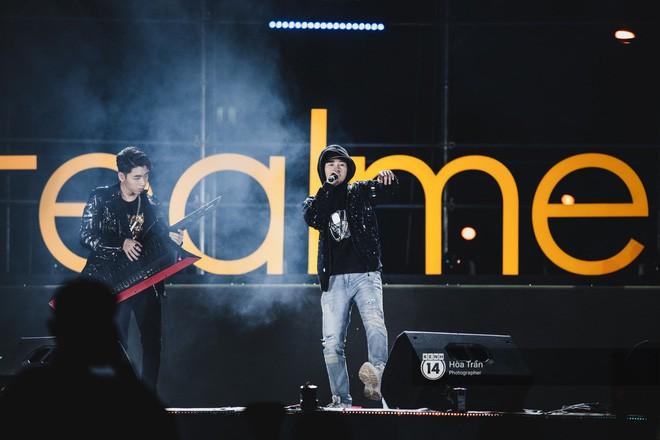 Những khoảnh khắc đáng nhớ của đêm nhạc hội Realme: Trúc Nhân, Jack & K-ICM, Amee... và 30.000 trái tim cùng hòa chung một nhịp đập âm nhạc - Ảnh 9.