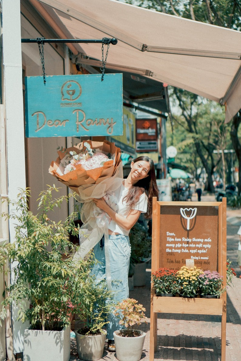 Tiệm hoa Dear Rainy: Mong các bạn tìm được chất liệu tô vẽ nét đáng yêu của cuộc sống - Ảnh 9.