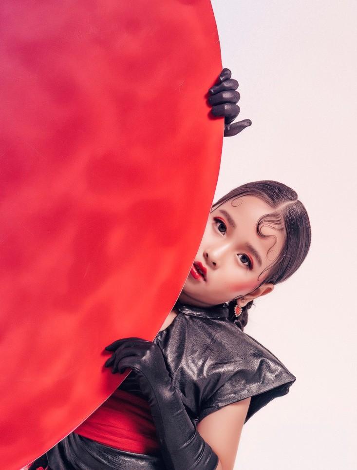 Ngỡ ngàng tạo hình ấn tượng của Top 30 Siêu Sao Mẫu Nhí VN Đan Nhi trong bộ ảnh màu sắc Á đông - Ảnh 3.