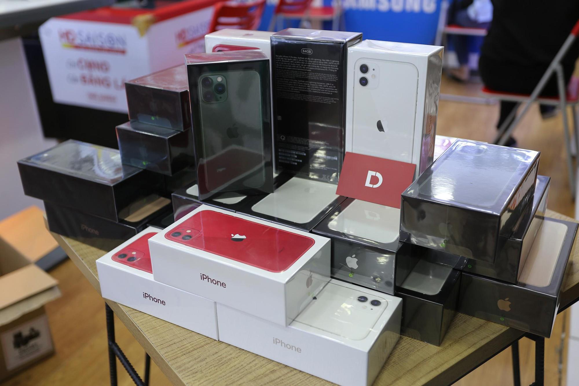 iPhone 11, 11 Pro, 11 Pro Max VN/A giảm đến 3 triệu đồng tại Di Động Việt trong 3 ngày mở bán - Ảnh 1.