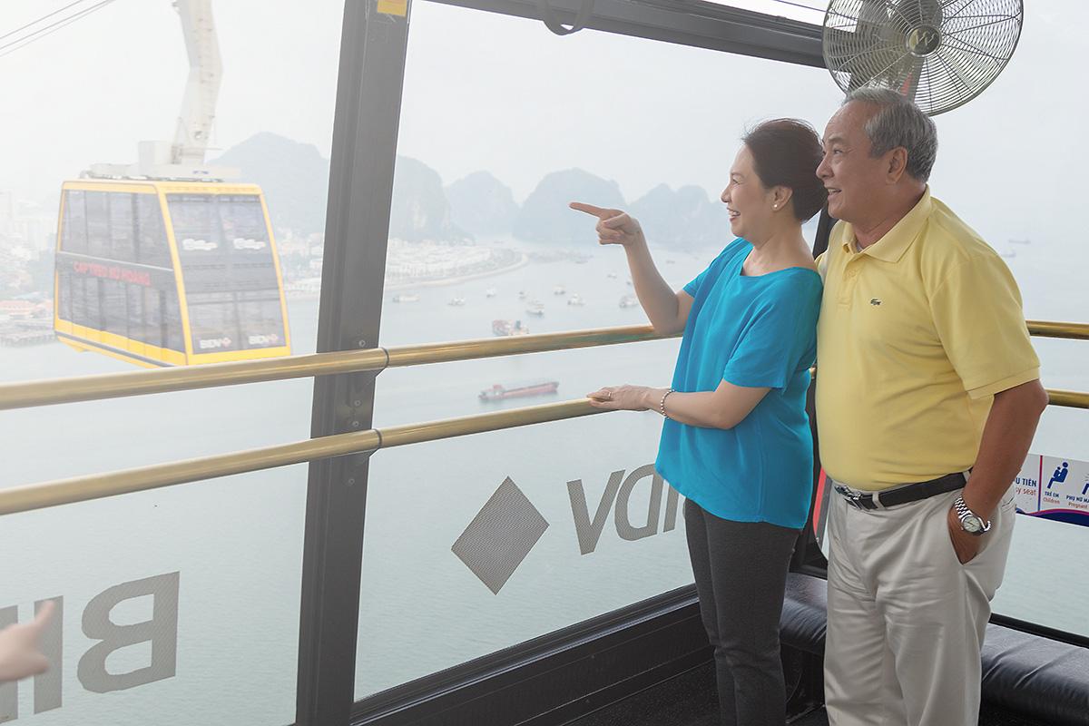 Du khách 6 tỉnh phía Bắc nhận ưu đãi vé cáp treo du ngoạn vịnh Hạ Long giá chỉ 175.000 đồng - Ảnh 2.