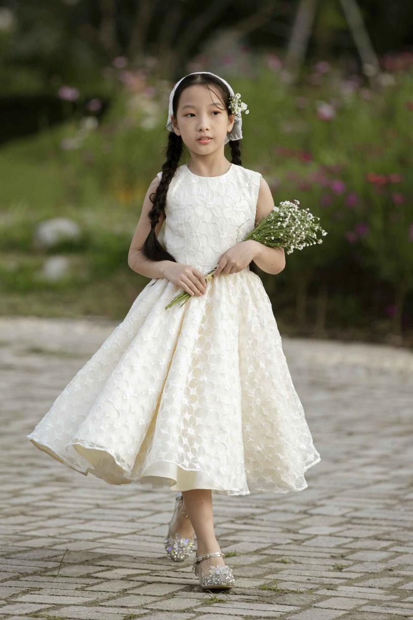 """""""Công chúa băng giá"""" của làng thời trang Việt đốn tim với vẻ đẹp siêu ngọt ngào - Ảnh 1."""