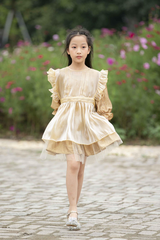 """""""Công chúa băng giá"""" của làng thời trang Việt đốn tim với vẻ đẹp siêu ngọt ngào - Ảnh 2."""