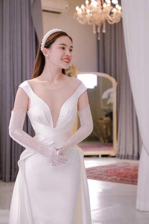 Sau Đông Nhi, Bảo Thy, đến lượt Giang Hồng Ngọc thử váy trước thềm đám cưới - Ảnh 3.