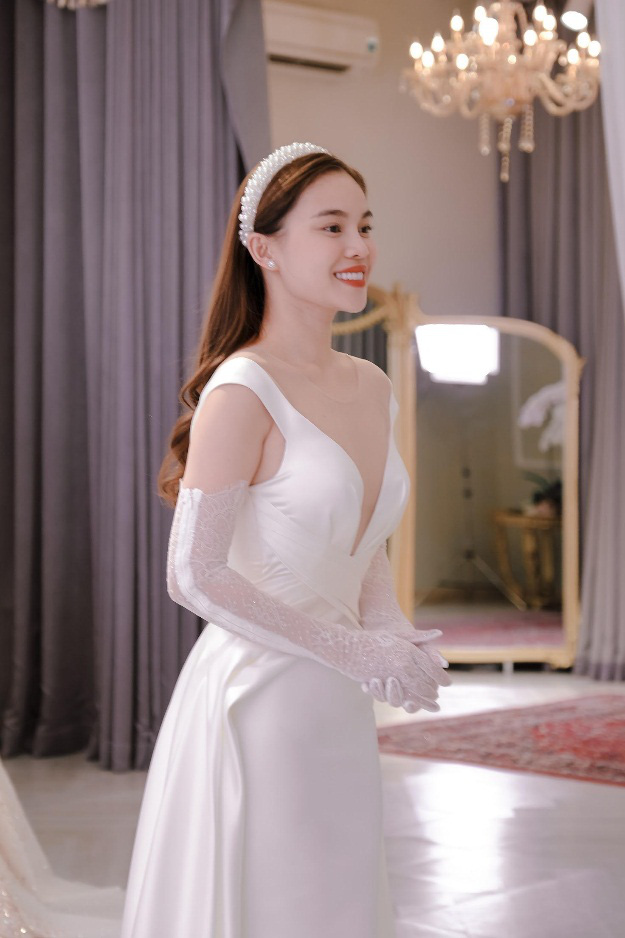 Sau Đông Nhi, Bảo Thy, đến lượt Giang Hồng Ngọc thử váy trước thềm đám cưới - Ảnh 4.