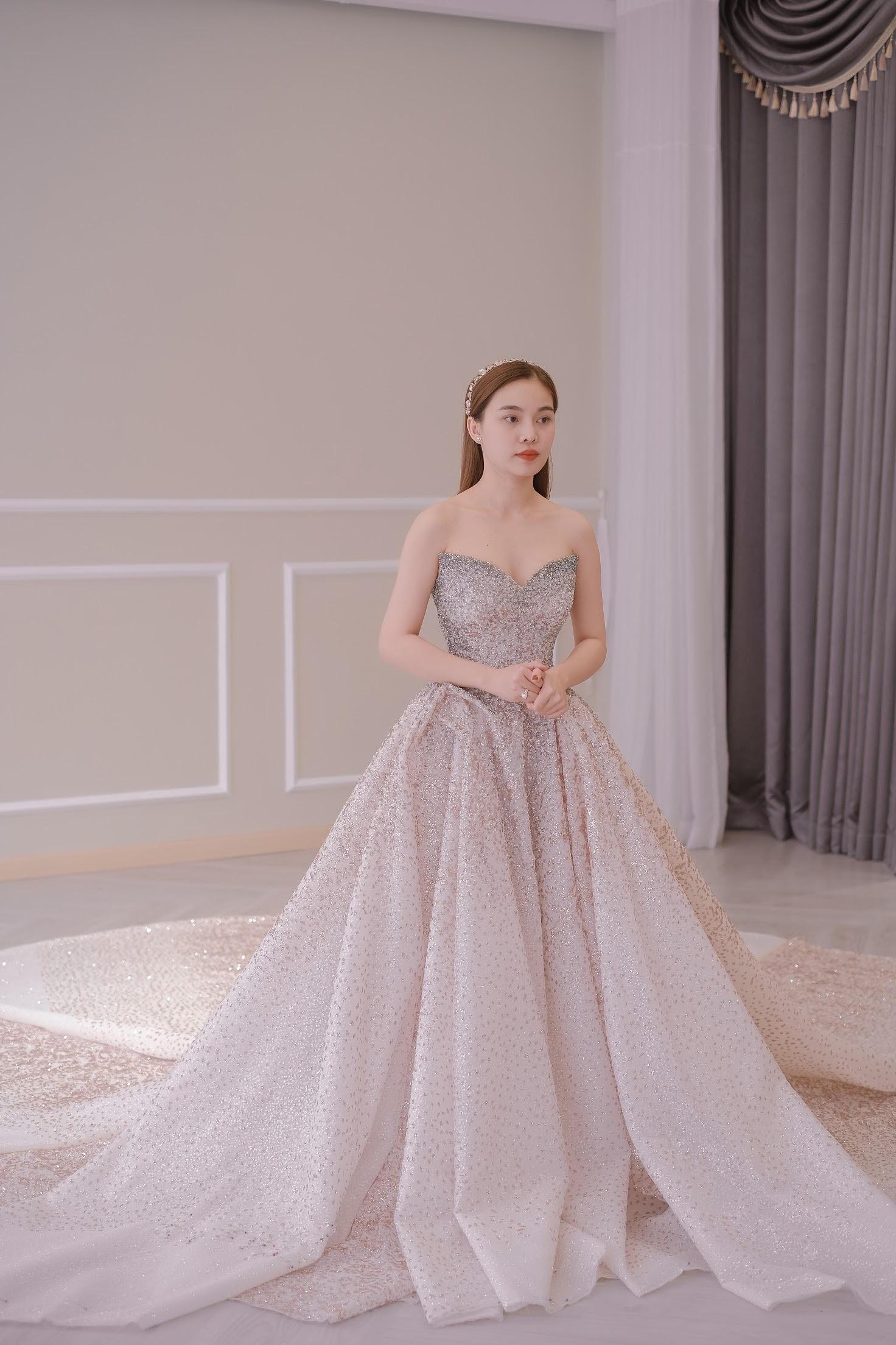 Sau Đông Nhi, Bảo Thy, đến lượt Giang Hồng Ngọc thử váy trước thềm đám cưới - Ảnh 7.