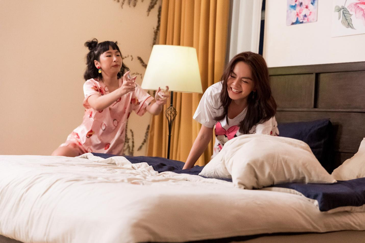 """Zoom kỹ MV triệu views """"Xiêu lòng"""" phát hiện ra bí kíp """"thôi miên"""" trai trẻ của Phạm Quỳnh Anh - Ảnh 3."""