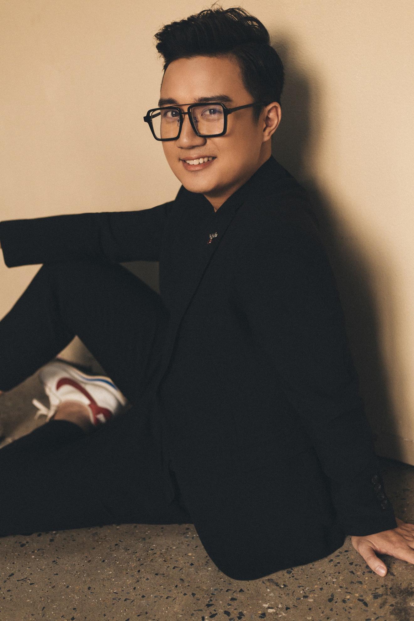 """MC """"chuyển động 24h"""" Sơn Lâm lịch lãm, hút mắt trong bộ ảnh mừng sinh nhật lần thứ 30 - Ảnh 2."""
