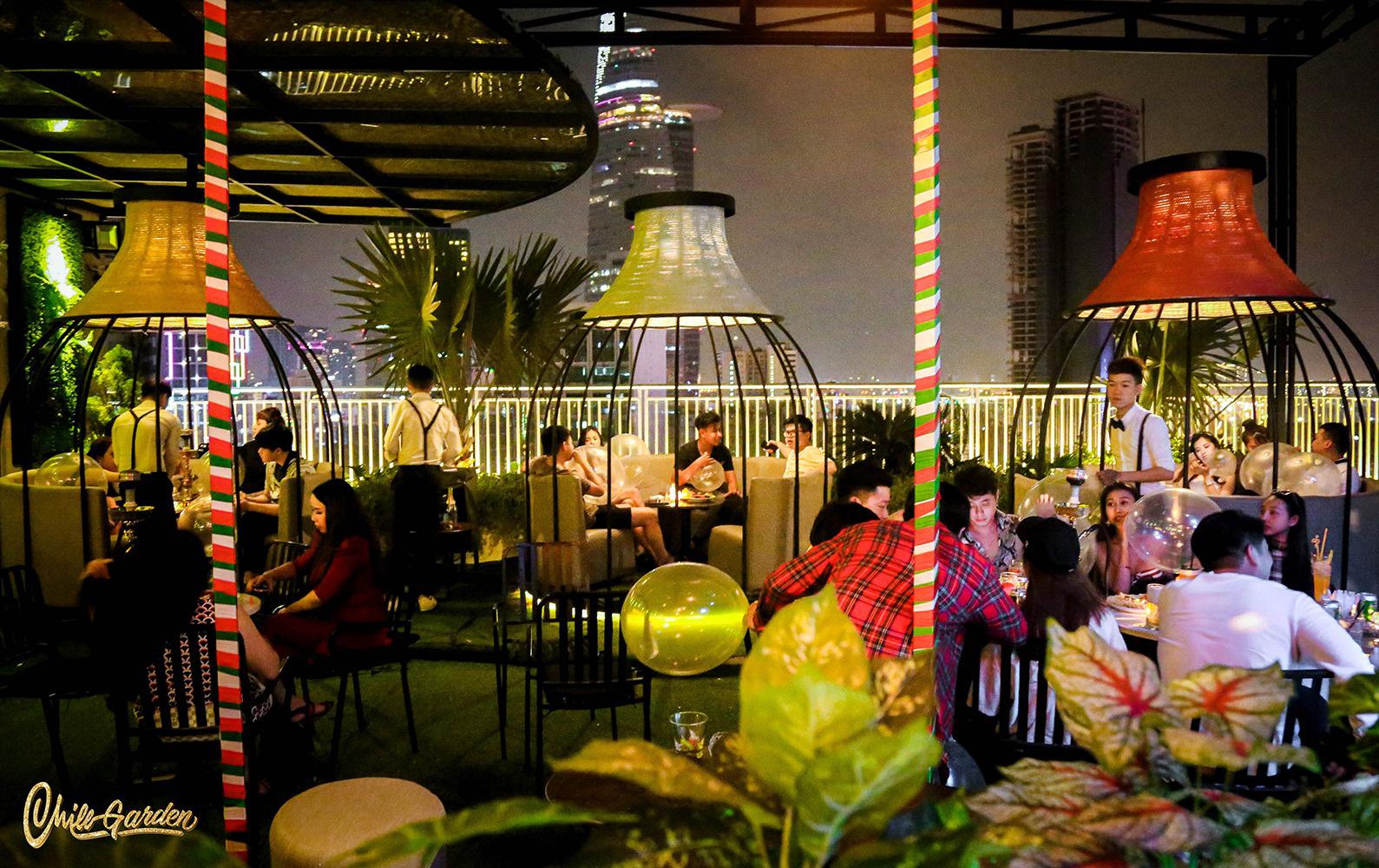 """Rủ nhau đi """"chill"""" trong vườn treo Babylon thu nhỏ """"view triệu đô"""" tại trung tâm Sài Gòn - Ảnh 2."""