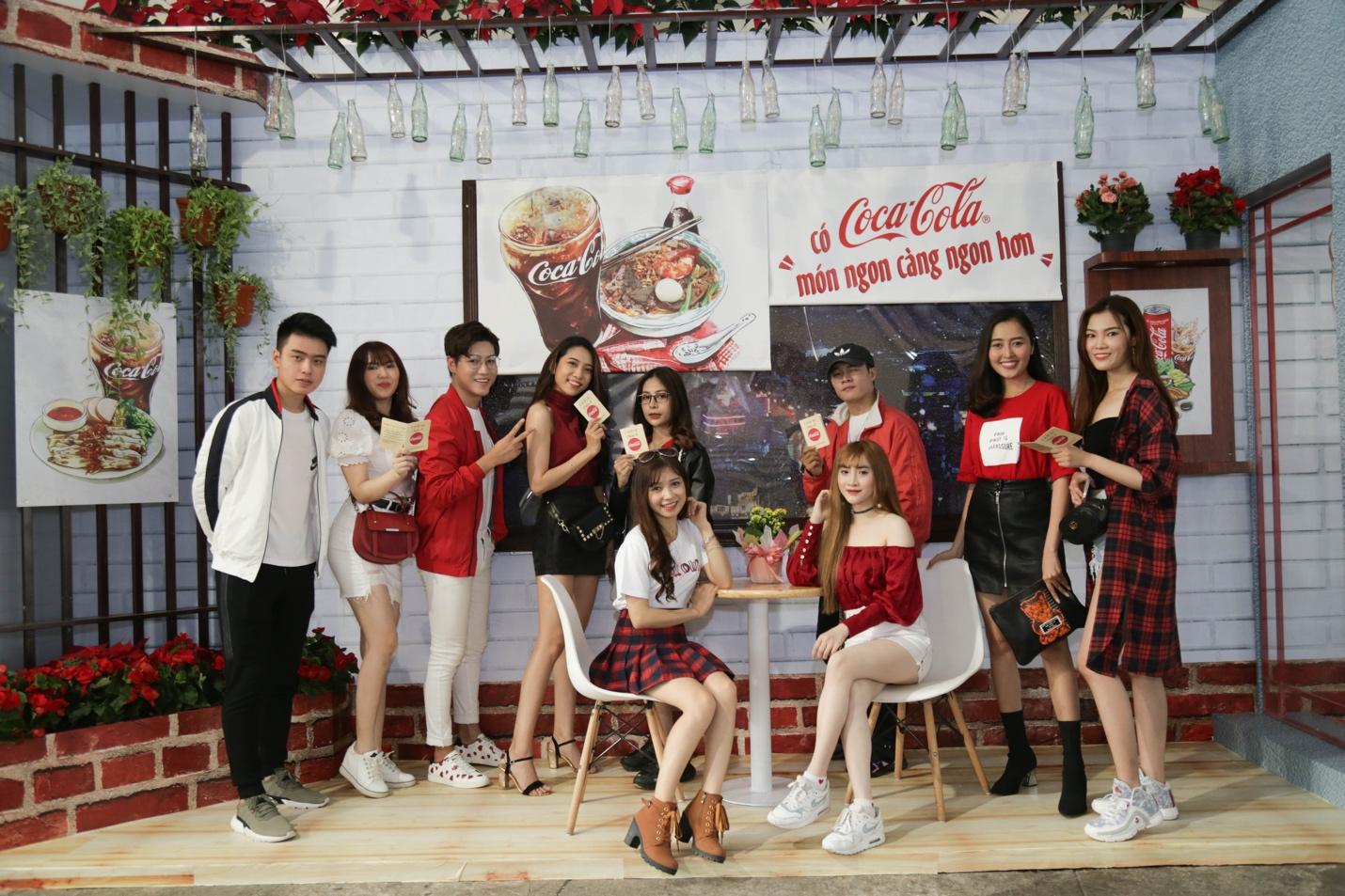 """Giới trẻ Sài thành đổ xô đi tìm """"vị mùa thu"""" tại Lễ hội Ẩm thực châu Á - Ảnh 1."""