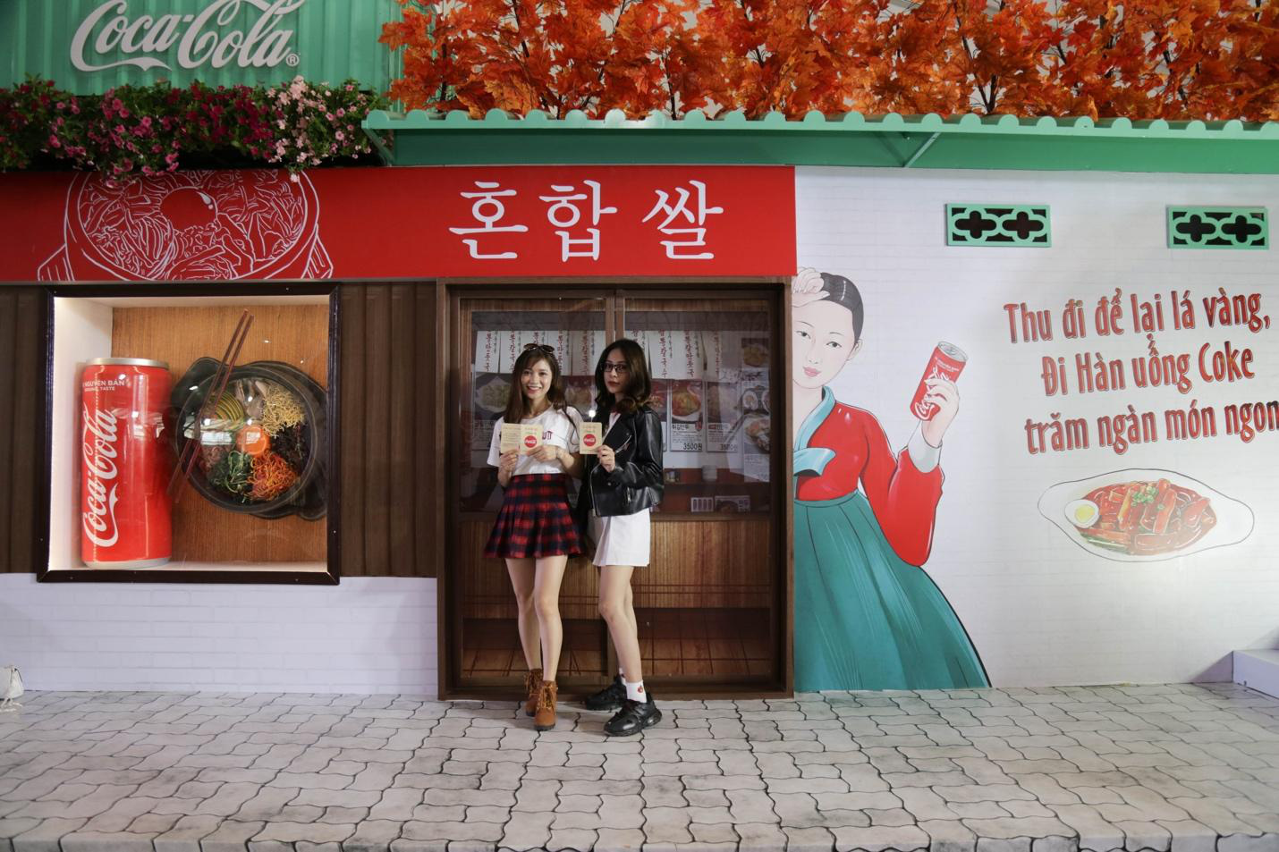 """Giới trẻ Sài thành đổ xô đi tìm """"vị mùa thu"""" tại Lễ hội Ẩm thực châu Á - Ảnh 5."""