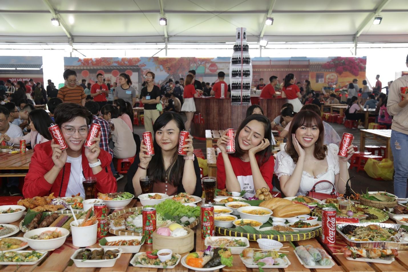 """Giới trẻ Sài thành đổ xô đi tìm """"vị mùa thu"""" tại Lễ hội Ẩm thực châu Á - Ảnh 10."""