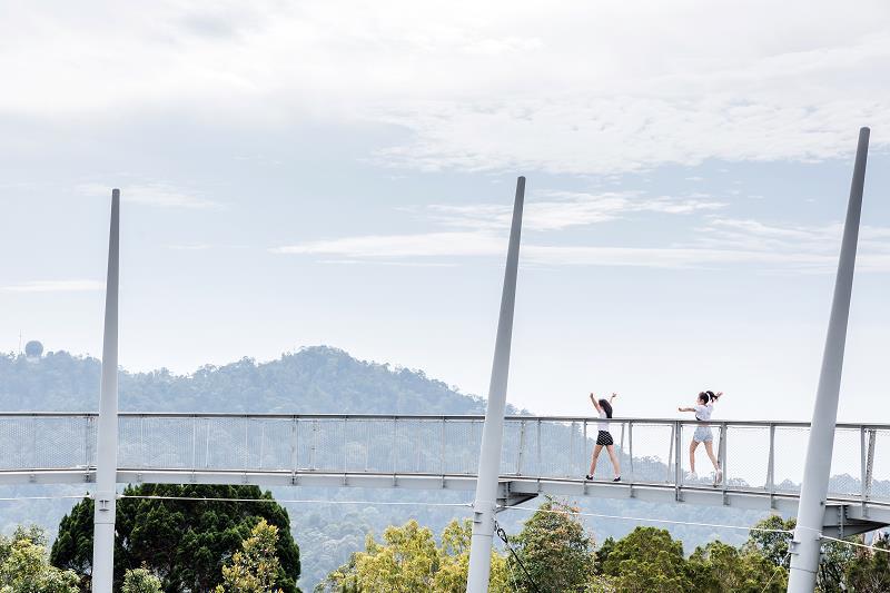 Hé lộ hết các điểm đến cực chất ở Malaysia trong MV mới của Phương Ly - Ảnh 4.