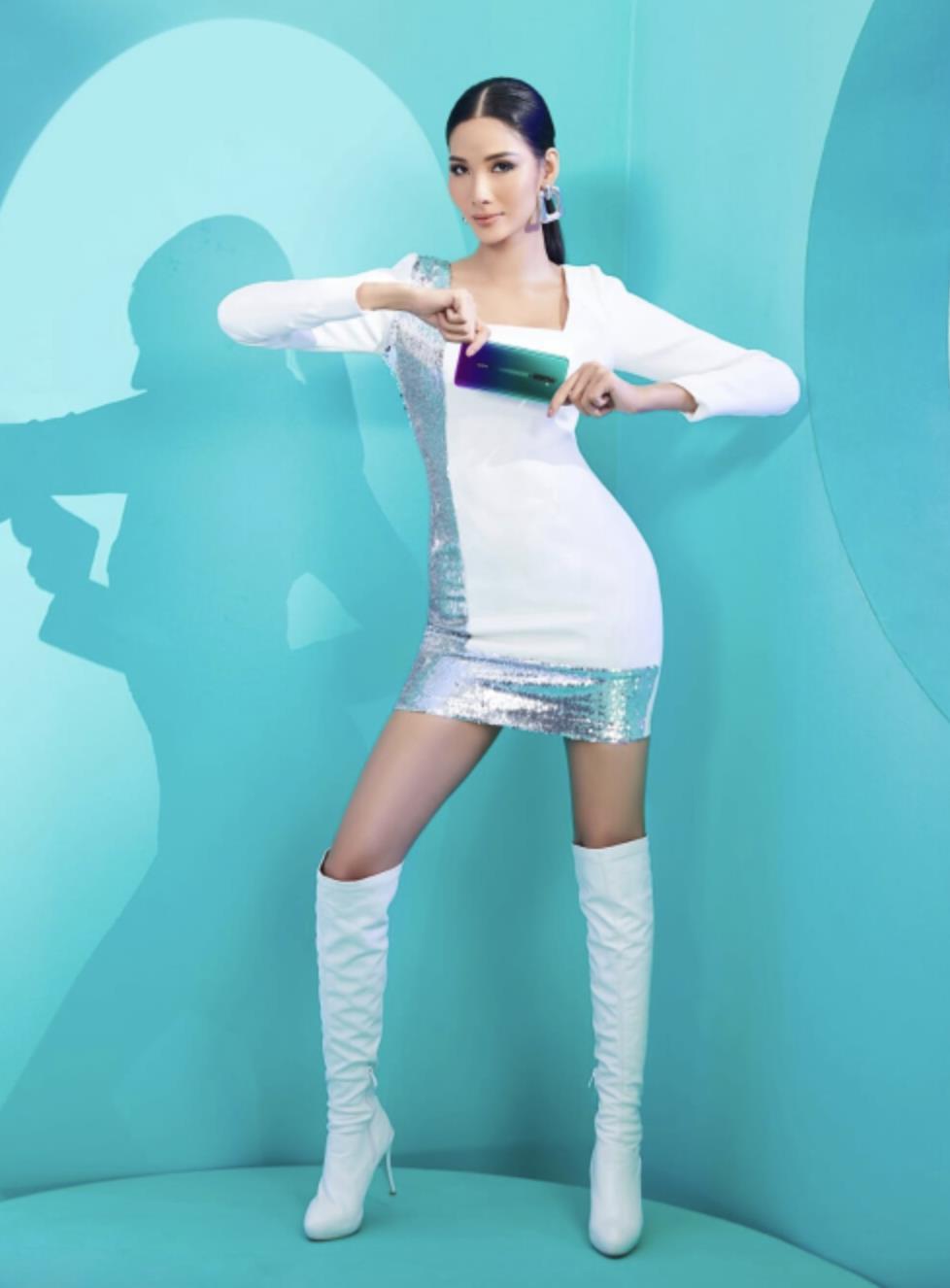 Săm soi chiếc điện thoại song hành cùng Hương Giang và Hoàng Thùy trong video mới nhất - Ảnh 3.