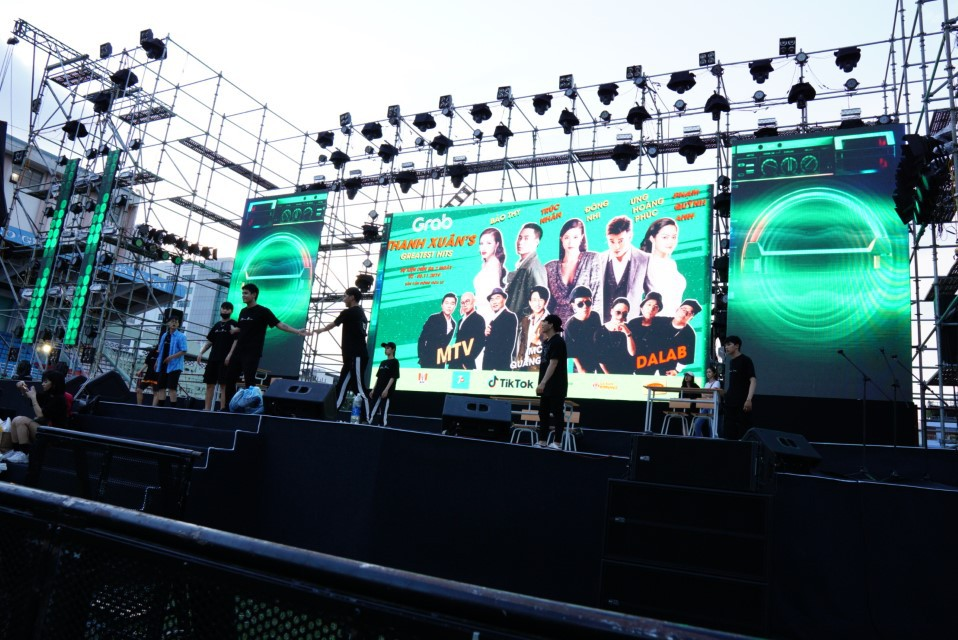 Đột nhập Thanh Xuâns Greatest Hits trước giờ G, vô tình đụng ngay các ngôi sao đang say sưa khoe giọng - Ảnh 2.