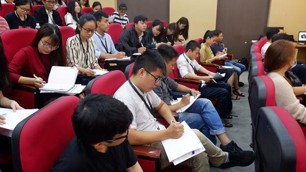 Những điều bạn trẻ sẽ đánh đổi khi du học MBA ngay sau tốt nghiệp đại học - Ảnh 1.
