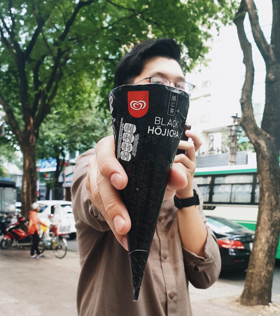 Soi chiếc kem đen siêu ngầu - Tân binh ngon thần sầu đang hot rần rần ở xứ sở kem - Ảnh 7.