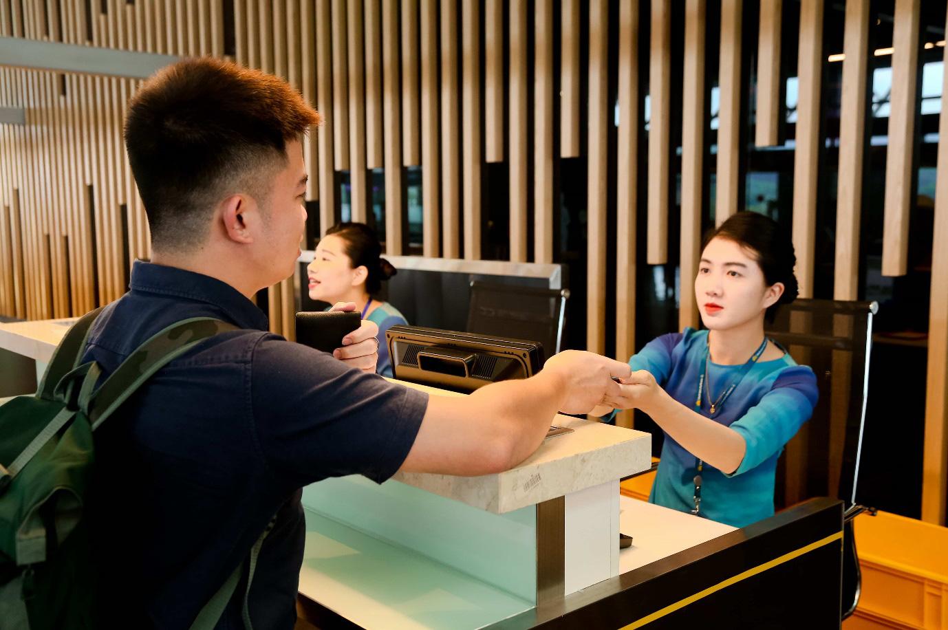 """Cảng HKQT Vân Đồn mở """"cánh cửa"""" kết nối Quảng Ninh với thế giới - Ảnh 2."""