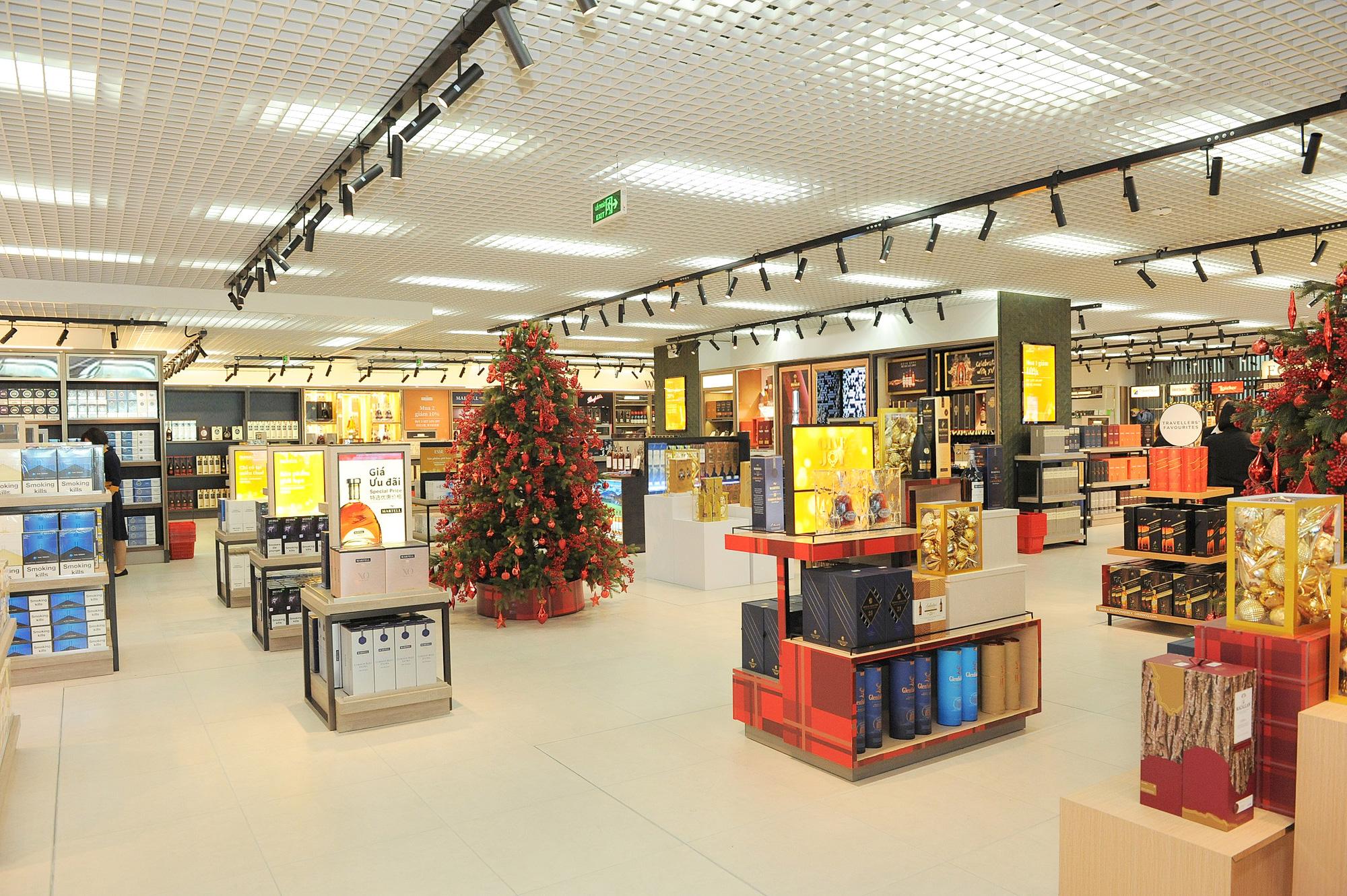 Khám phá cửa hàng miễn thuế bậc nhất sân bay quốc tế Tân Sơn Nhất - Ảnh 5.