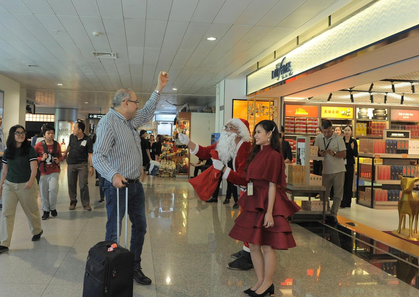 Khám phá cửa hàng miễn thuế bậc nhất sân bay quốc tế Tân Sơn Nhất - Ảnh 6.