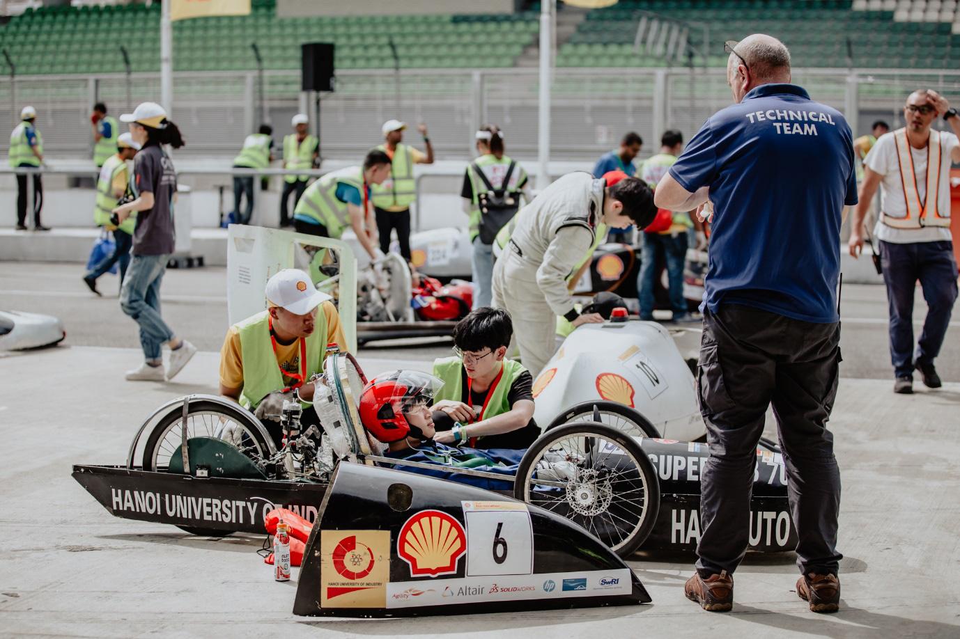Những người trẻ Việt đam mê chế tạo ô tô ngày ấy và bây giờ: Hào quang dẫn lối hành trình chinh phục thế giới - Ảnh 9.
