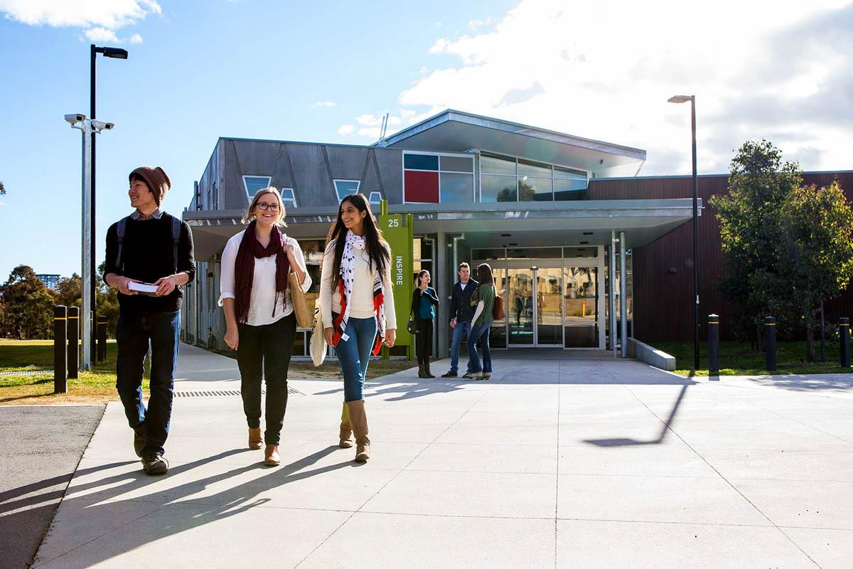 Đại học Canberra - Úc: Học bổng 10-20% và ở lại 4, 6 năm sau khi tốt nghiệp - Ảnh 1.