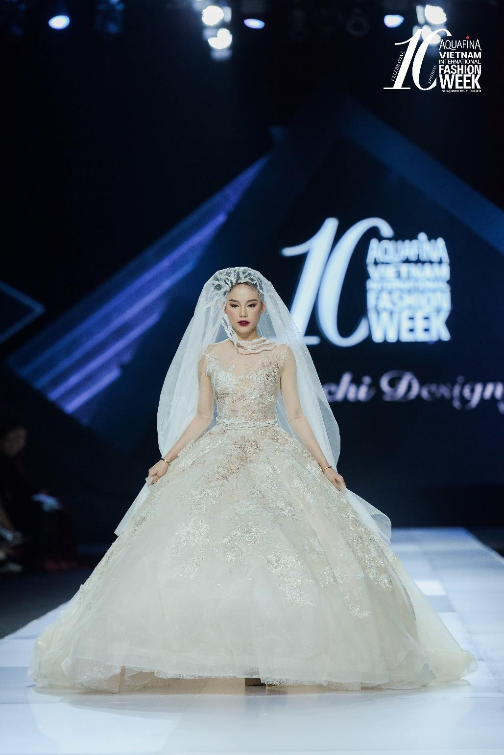 """Điểm sáng khiến giới mộ điệu """"trầm trồ"""" tại Tuần lễ Thời trang Quốc tế Việt Nam 2019 - Ảnh 2."""