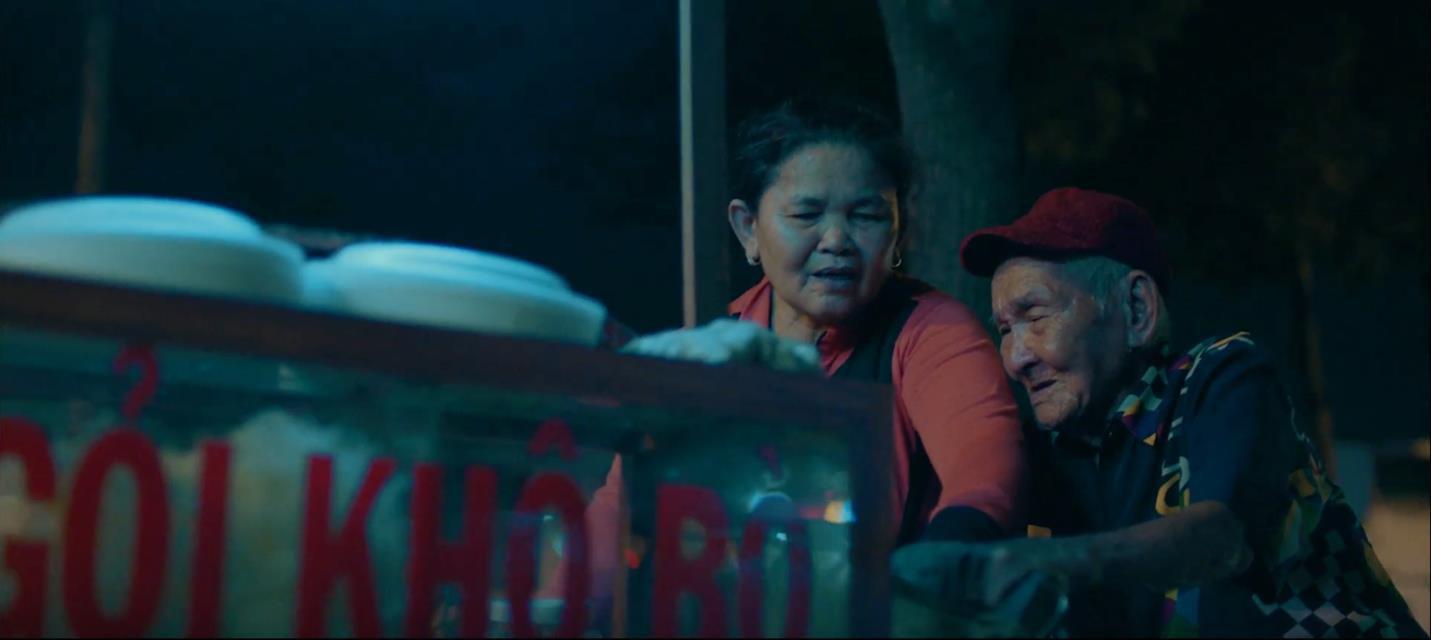 """Giữa bão tranh luận """"yêu vì mình hay yêu vì thiên hạ"""": Xuất hiện phim ngắn làm lay động triệu trái tim - Ảnh 3."""