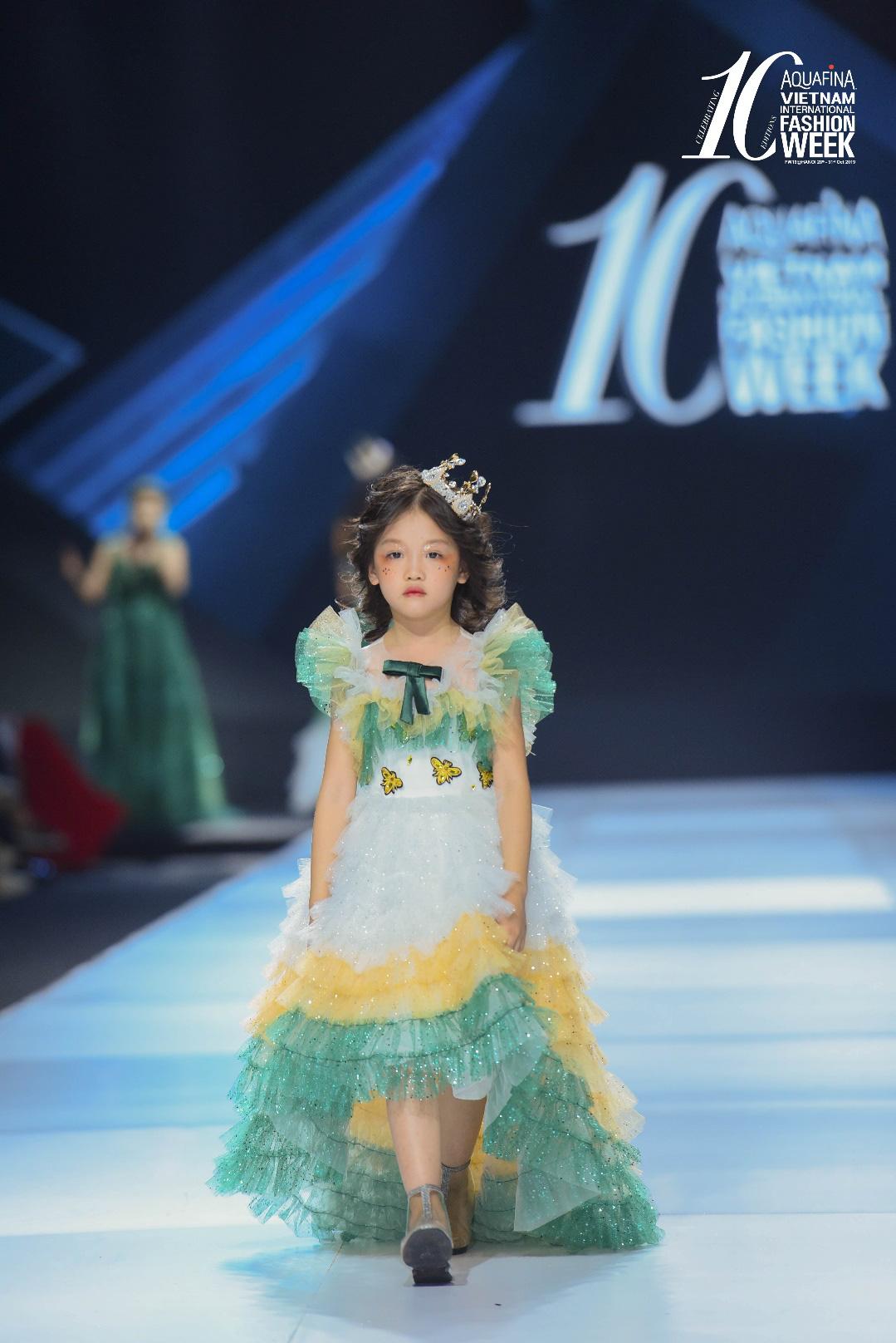 """Điểm sáng khiến giới mộ điệu """"trầm trồ"""" tại Tuần lễ Thời trang Quốc tế Việt Nam 2019 - Ảnh 3."""