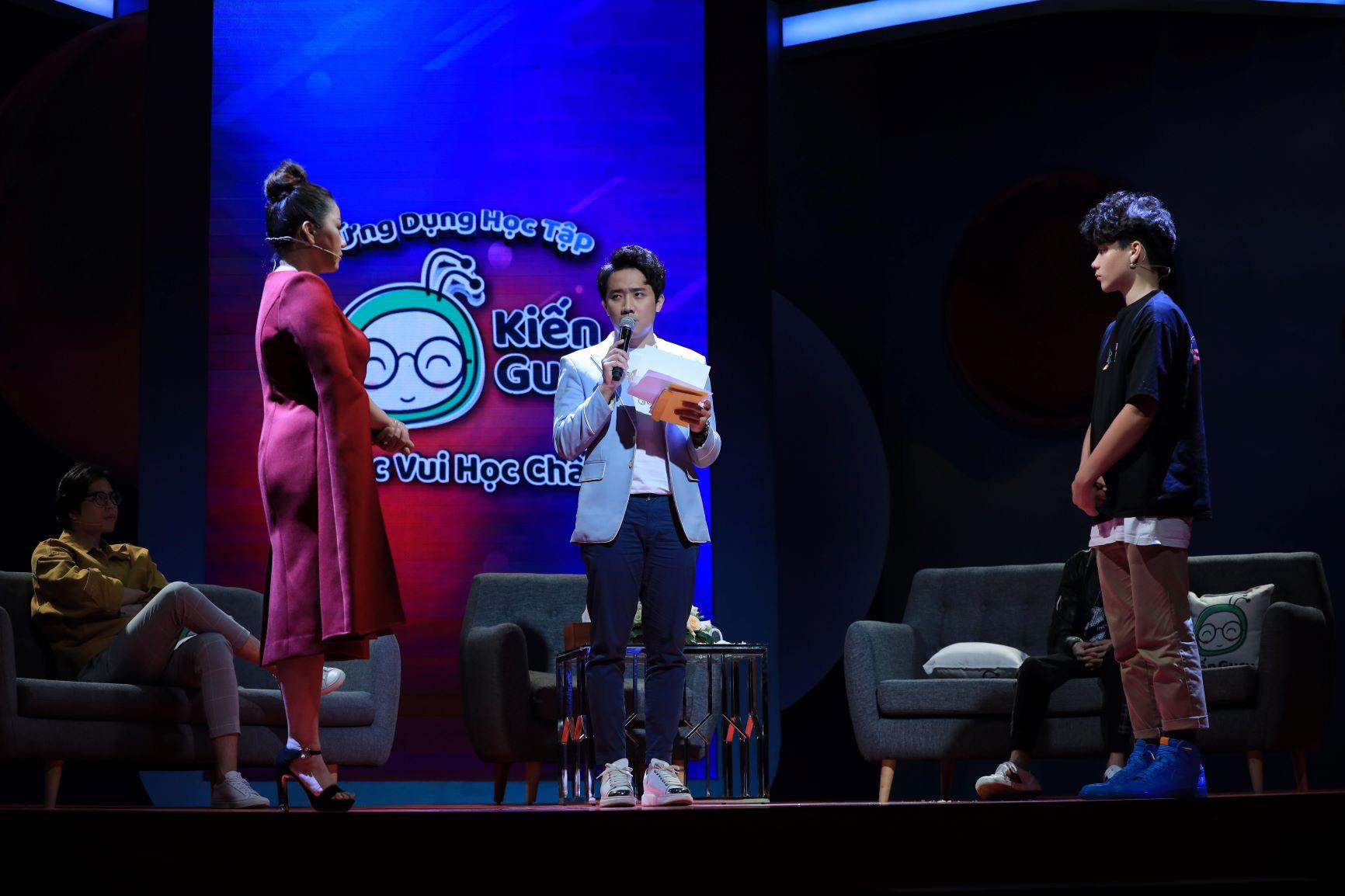 Trấn Thành bất ngờ trước sự hồn nhiên của cậu bé 14 tuổi khi trả lời các câu hỏi từ ứng dụng học tập Kiến Guru - Ảnh 4.