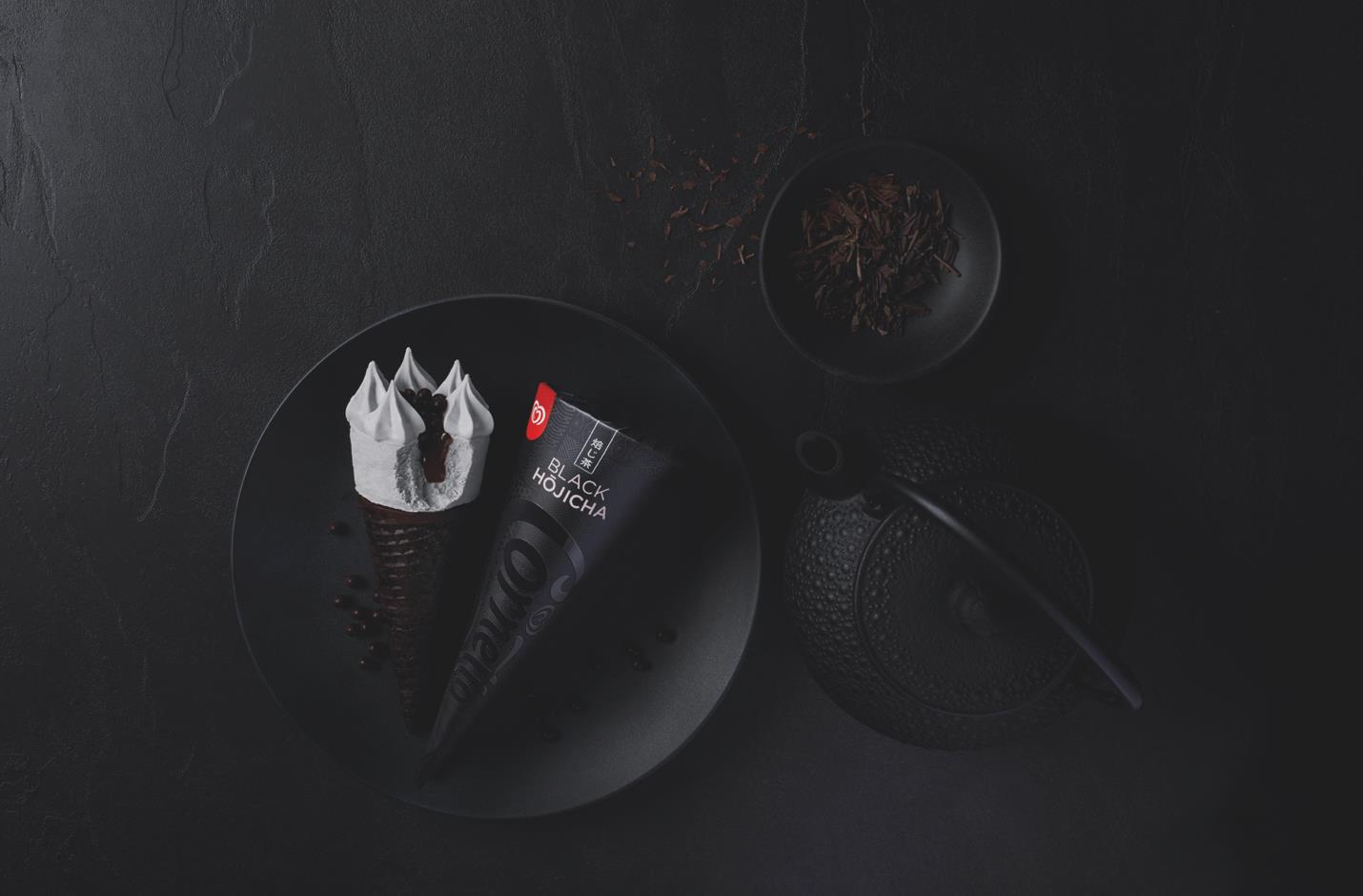 """Chẳng cần túi sang hay giày hiệu, Châu Bùi cùng loạt sao """"lên đời"""" với trào lưu chụp ảnh đen toàn tập cùng… kem! - Ảnh 8."""