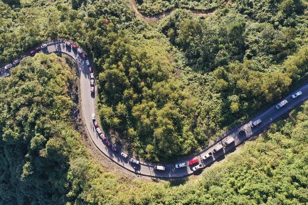 """Hành trình gần 100 xe VinFast chinh phục Hà Giang dưới góc máy nghệ thuật của nhiếp ảnh gia nổi tiếng: Đúng chất """"Amazing"""" - Ảnh 1."""