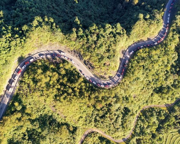 """Hành trình gần 100 xe VinFast chinh phục Hà Giang dưới góc máy nghệ thuật của nhiếp ảnh gia nổi tiếng: Đúng chất """"Amazing"""" - Ảnh 4."""