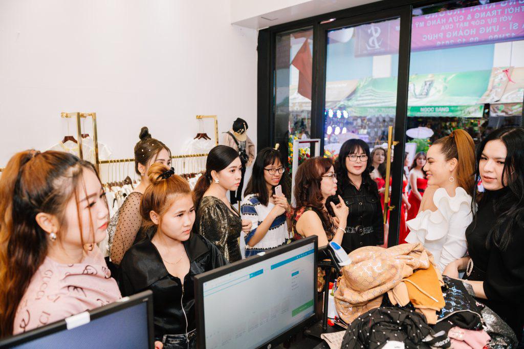Ca sĩ Ưng Hoàng Phúc khuấy động lễ khai trương thương hiệu Seven Luxury - Ảnh 8.