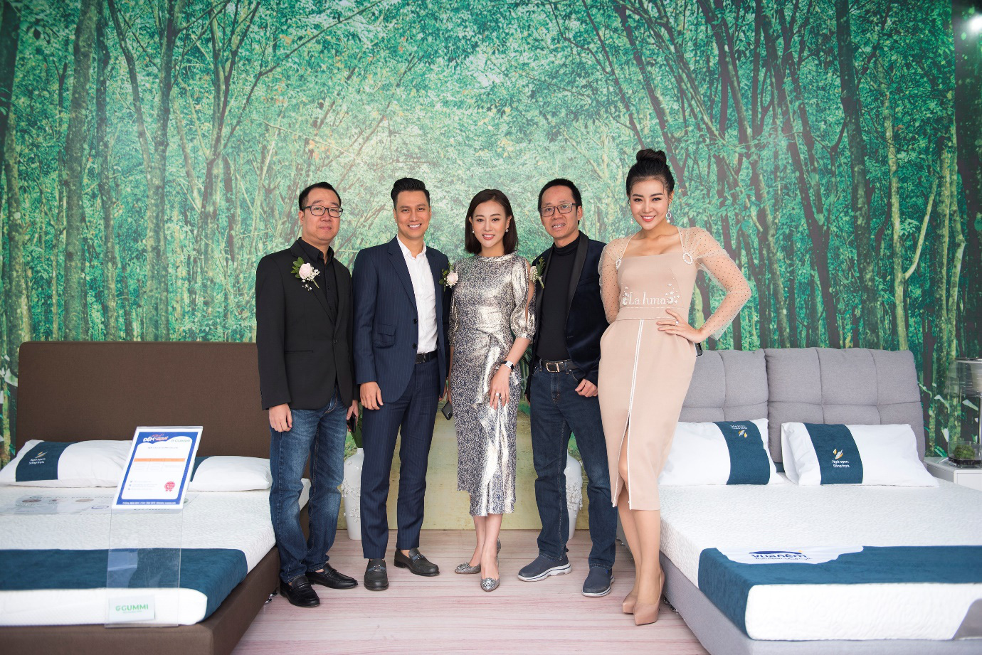 Việt Anh, Thanh Hương cùng dàn nghệ sĩ đình đám quy tụ tại Festival đệm và chăn ga gối Quốc tế 2019 - Ảnh 1.