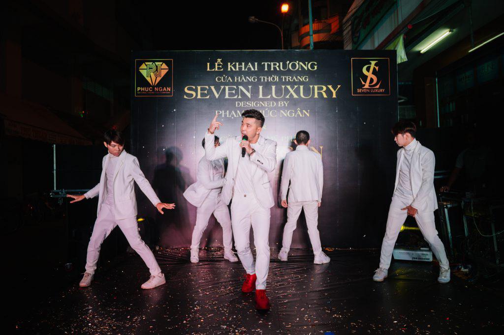 Ca sĩ Ưng Hoàng Phúc khuấy động lễ khai trương thương hiệu Seven Luxury - Ảnh 6.
