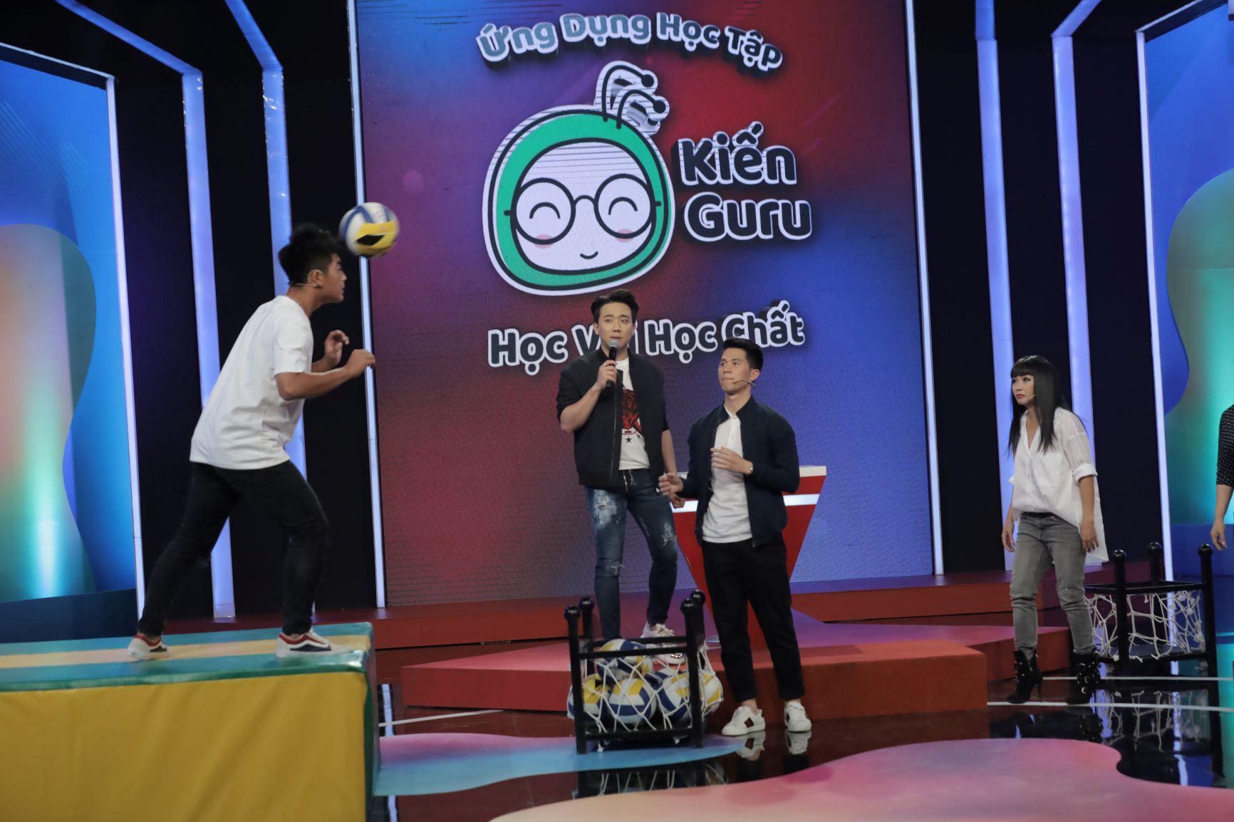 """""""Hoàng tử bóng đá"""" Trần Đình Trọng ngưỡng mộ kiến thức của cậu bé đội trưởng U17 CLB Sài Gòn FC - Ảnh 3."""