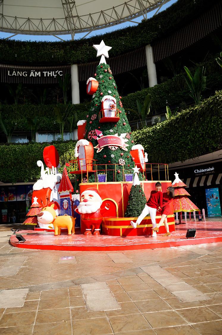 Khám phá ngôi làng Ông già Noel lần đầu có mặt tại AEON MALL Long Biên - Ảnh 1.