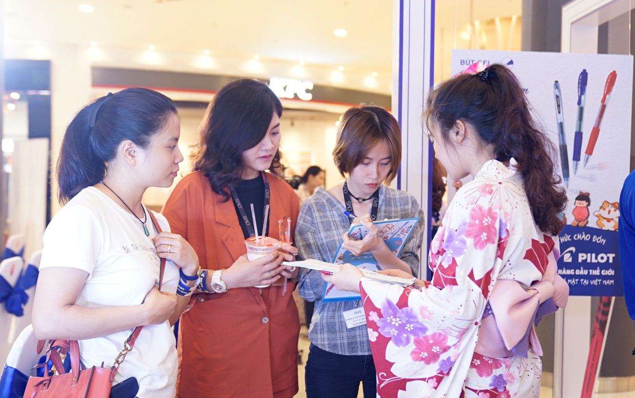 Chi Pu, Jun Phạm bất ngờ nhận tranh chân dung nét rối siêu thực từ Sơn Tùng Siêu trí tuệ Việt Nam - Ảnh 5.
