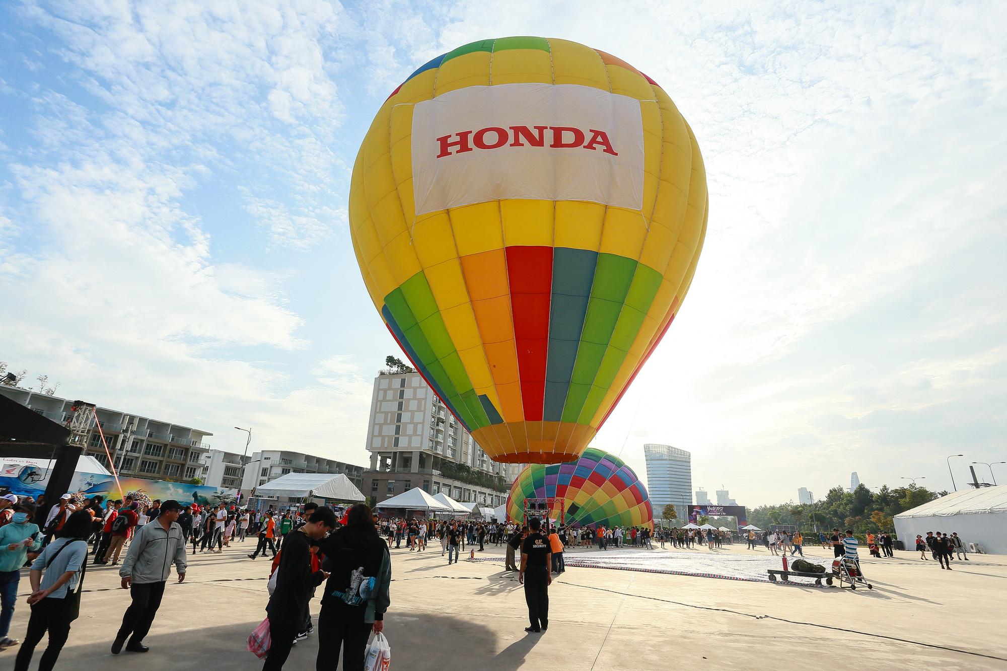 Đắm chìm trong không khí lễ hội cuối năm với những trải nghiệm có 1-0-2 tại Đại nhạc hội Khinh khí cầu - Ảnh 2.