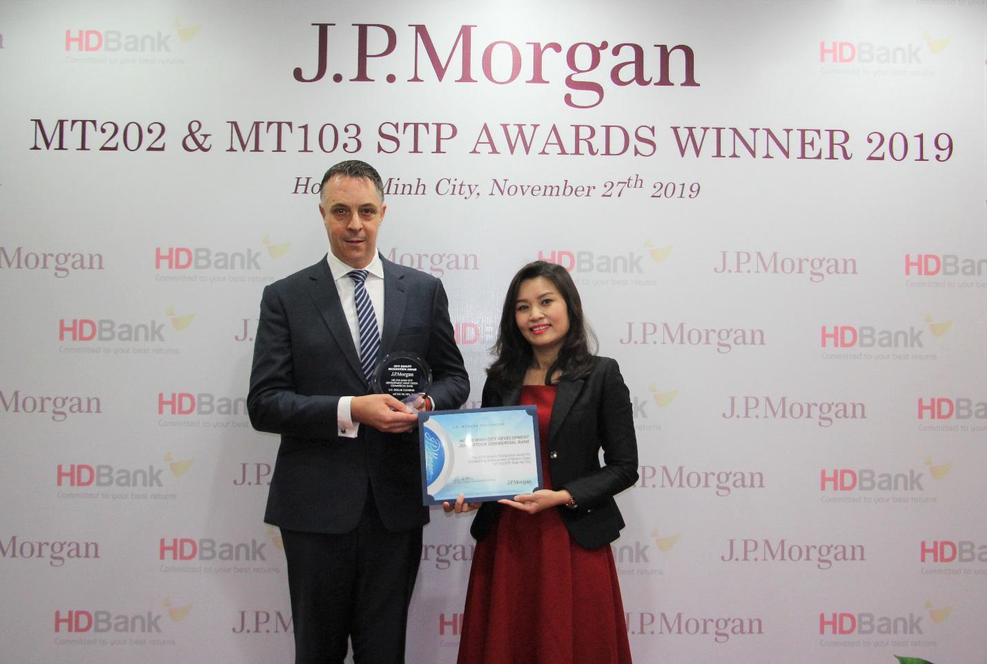 HDBank nhận cú đúp giải thưởng Thanh toán quốc tế xuất sắc toàn cầu năm 2019 - Ảnh 1.