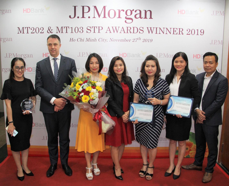 HDBank nhận cú đúp giải thưởng Thanh toán quốc tế xuất sắc toàn cầu năm 2019 - Ảnh 2.