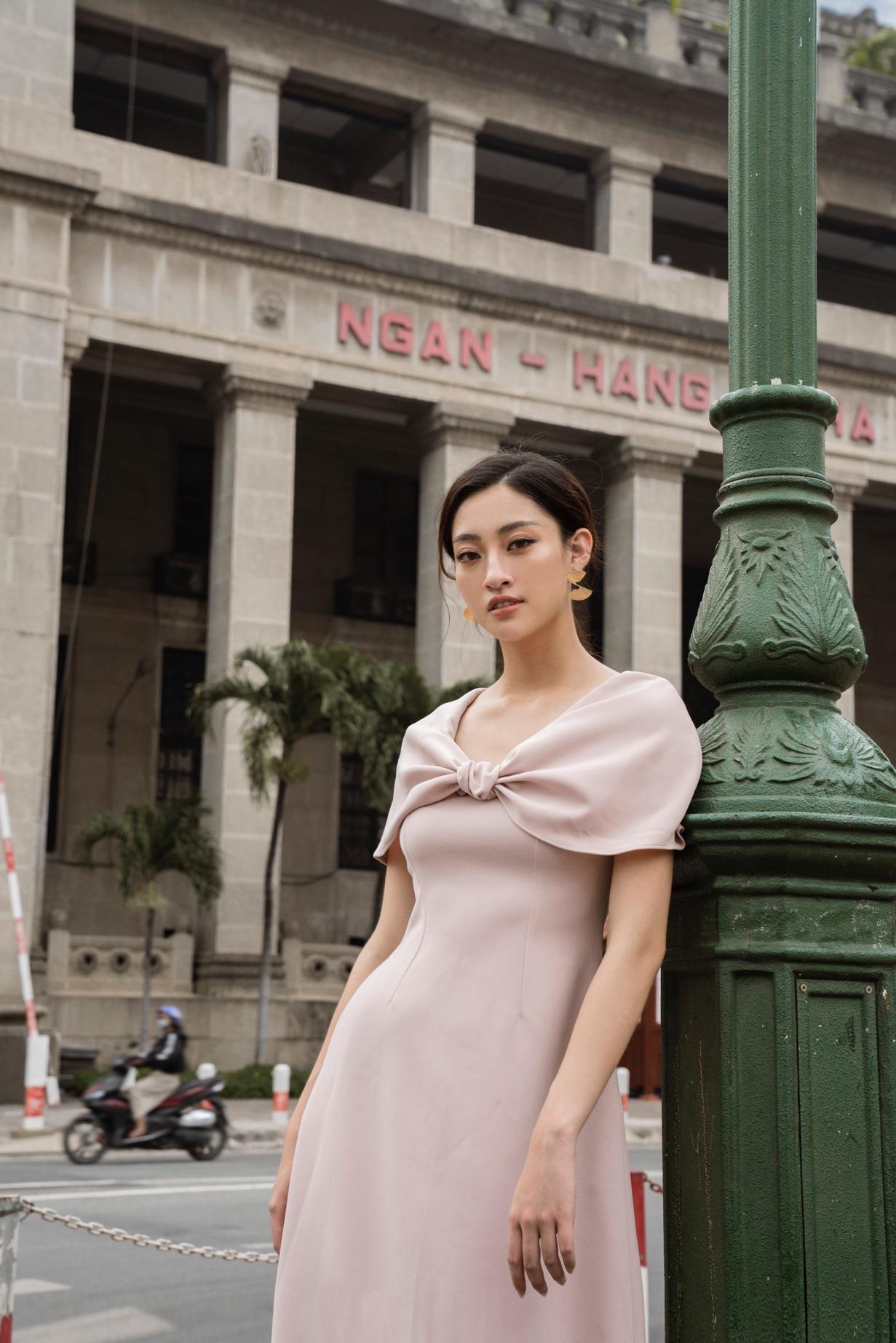 Tỏa sáng tiệc cuối năm, hội chị em nên học ngay bí kíp dress up của Hoa hậu Lương Thùy Linh - Ảnh 6.